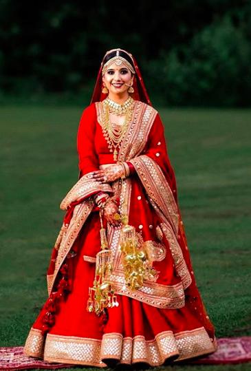 indian bridal lehenga , designer lehenga , weddings sabyasachi , sabyasachi lehenga , red sabyasachi lehenga , latest designer lehenga , indian weddings , chooda , red chooda
