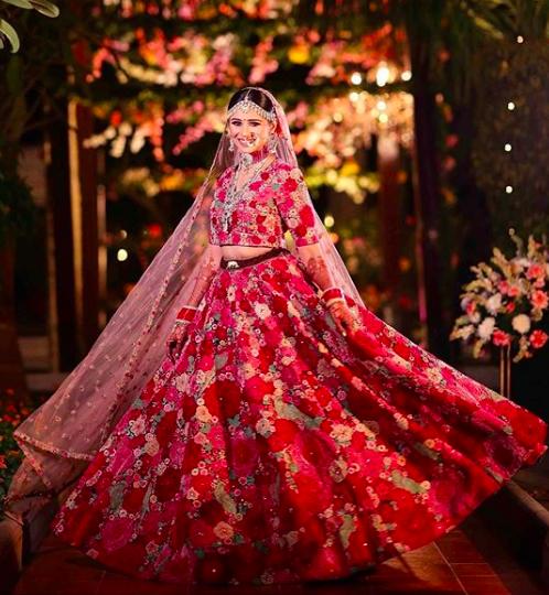 dil guldasta bride , deepika reception floral lehenga , deepika padukone sabyasachi reception lehenga , indian wedding 2020 , lehenga designs 2020