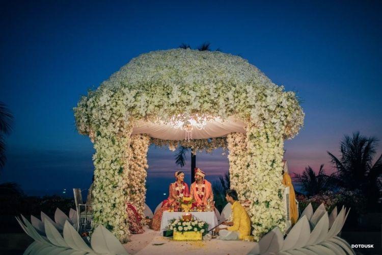 indian wedding mandap decoration , decor ideas , wedding decor 2021 , indian weddings , floral decor ideas for weddings #indianweddingdecor #decorideas #mandapdecor
